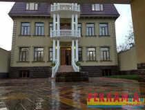 Двухэтажный шестикомнатный жилой дом на продажу